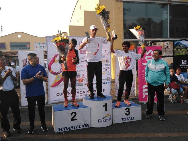 Los triunfadores de la rama varonil de los 5K, el primer lugar fue para Javier Palacios Luna, quien terminó con un tiempo de 15:53, en un impresionante cierre en la que en los metros finales apretó el acelerador a fondo para dejar sin oportunidad a sus más cercanos perseguidores, quienes ya no les alcanzó el gas para lograr arrebatarle la victoria; el segundo lugar fue para Gerardo Vega con un tiempo final de 15:57, y en la tercera posición de la categoría el morelense Antonio Herrera que paro el cronometro con un tiempo de 16.08