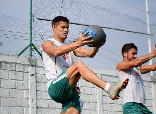 El zaguero de 23 años de edad es originario de Xalapa, Veracruz. Su carta pertenece al Club América, pero el semestre anterior jugó con Venados de Mérida, en donde registró 597 minutos de juego en 7 partidos completos de 8 participaciones.