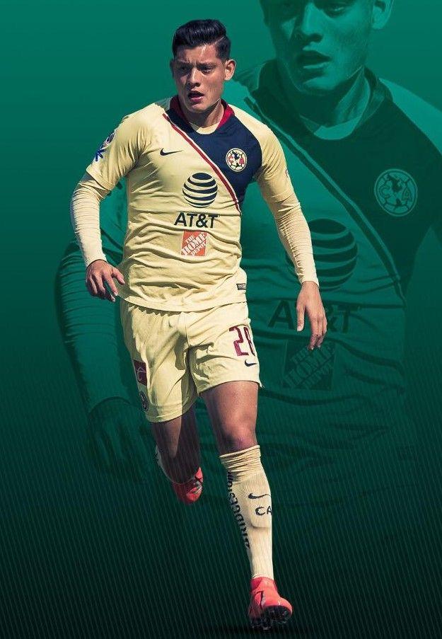 El defensa de 19 años, originario de Santa Cruz de Juventino Rosas, Guanajuato, inició su carrera en el Club Celaya de Tercera División, donde fue descubierto por el Club América que inmediatamente lo integró a sus Fuerzas Básicas. Con los azulcremas jugó Sub 17, Sub 20, y Liga Premier
