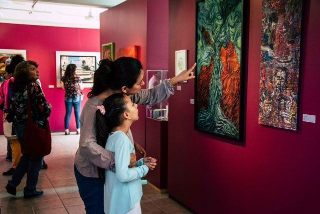 Margarita González Saravia, titular de la STyC, enfatizó que este programa tiene como objetivo convertirse en un instrumento de paz, así como fortalecer la descentralización de la cultura para transformar a los propios municipios en polos de desarrollo y expresión cultural en un marco de respeto de su identidad y costumbres