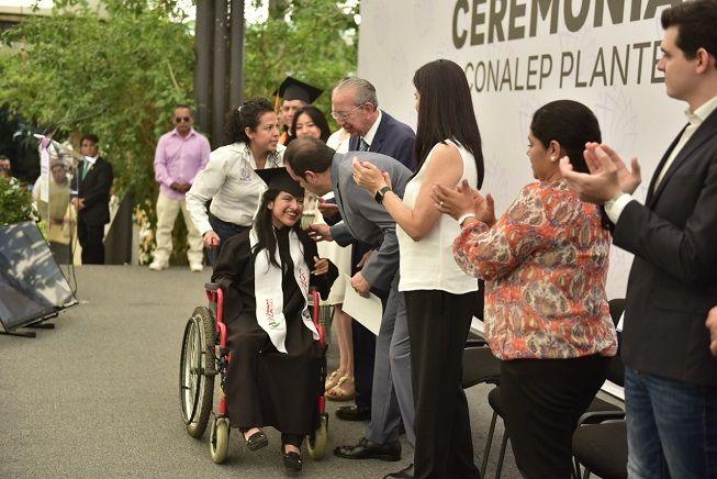 La ceremonia se realizó en el municipio de Jiutepec, donde 322 integrantes de la generación 2016-2019 acudieron acompañados por familiares y amigos