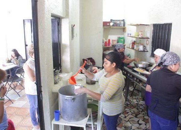 Lizeth Torres Manjarrez, directora general del DIF, indicó que la instrucción de Rafael Reyes Reyes, presidente municipal de Jiutepec, es llevar a cabo acciones que contribuyan a superar la carencia alimentaria en diferentes comunidades de alta y media marginación