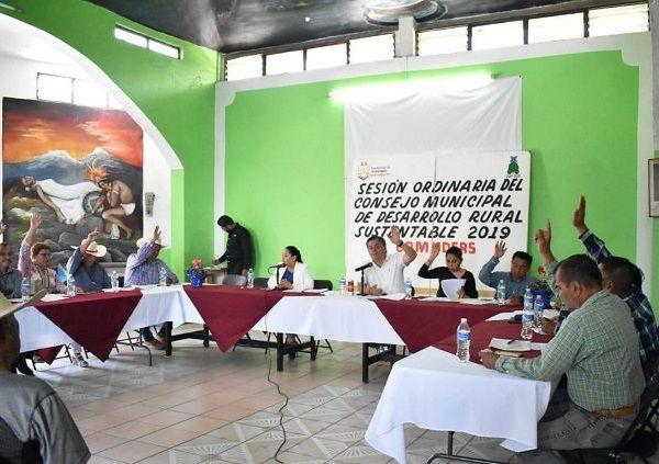 """Durante la sesión, el cuerpo colegiado presidido por el alcalde Rafael Reyes Reyes, se autorizaron los trabajos para revestir de mampostería y concreto 236 metros del canal """"Los Mangos"""" en el ejido de Atlacomulco por un monto de 230 mil 532 pesos con 96 centavos"""