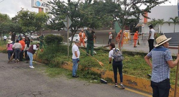 En la avenida Alta Tensión, Plan de Ayala, Calle de los Maestros, Iztaccihuatl, Circuito Piñanonas y la periferia del Parque Ecológico, llevaron a cabo trabajos de barrido, retiro de maleza, de escombros, poda de árboles, pintado de guarniciones, entre otros, que permitieron recuperar la imagen urbana de esa zona