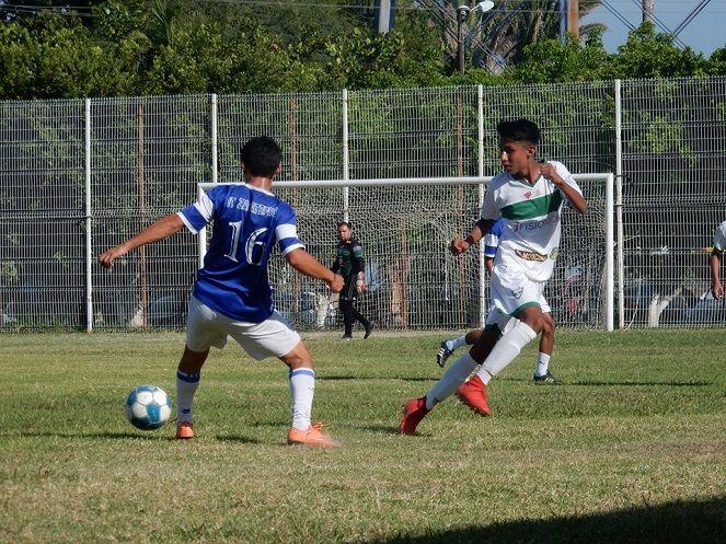 """Los ahora jojutlenses recibieron en la cancha de la Unidad Deportiva """"La Perseverancia"""" al Seleccionado del Instituto Tecnológico de Zacatepec (ITZ), que puso a prueba al equipo sureño en el terreno defensivo, así como frenar a la delantera en sus avances por buscar el gol"""
