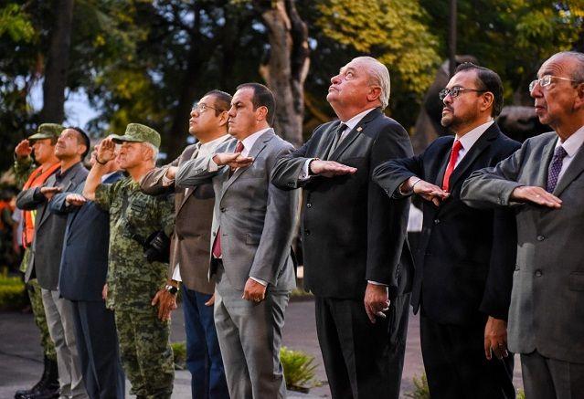 Lo anterior al encabezar la ceremonia cívica conmemorativa al Día Nacional de la Protección Civil, en donde la bandera fue izada a media asta en señal de luto, para recordar a las víctimas por los sismos del 19 de septiembre de 1985 y 2017