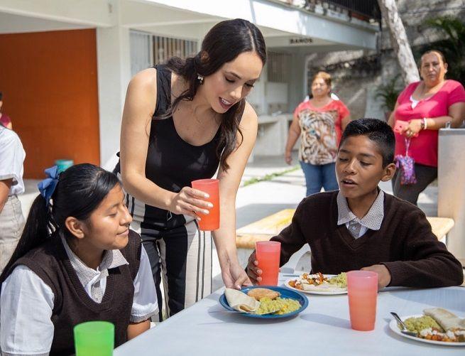 En compañía de autoridades educativas, padres de familia y alumnos, la titular del DIF estatal aseguró que es una prioridad llevar alimentos que permitan beneficiar las condiciones de vida de los alumnos en todo el estado