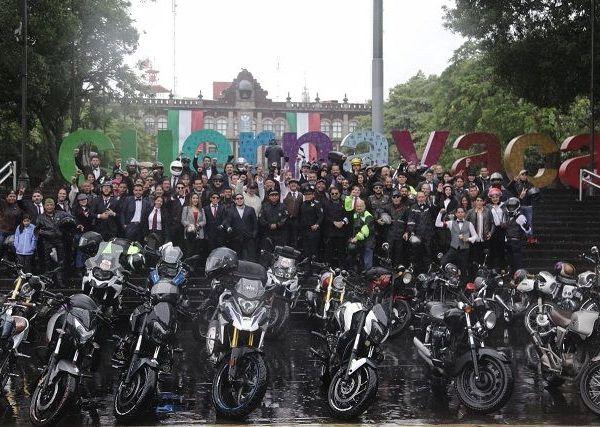 El alcalde Antonio Villalobos Adán sostuvo que el Gobierno de la Ciudad se suma a esta noble causa y muestra mundial de motos, donde los participantes recorren las calles con ropa elegante, conduciendo bobbers, clásicos, choppers, scooters clásicos y sidecars clásicos, por una causa noble como es la salud de varones