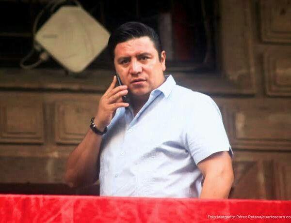"""Al principio de la administración del gobernador en la práctica, José Manuel Sanz Rivera, mientras al """"El Cuau"""" difícilmente se le podía ver en público o bien se filtraban fotografías de sus vacaciones en el extranjero, el asesor anticorrupción, Gerardo Becerra Chávez Hita, trabajaba arduamente para seleccionar a los miembros del Comité de Participación Ciudadana que se supone lo acompañaría al frente del sistema. Pasaron los meses y el proyecto se fue aplazando por motivos presupuestales y jurídicos"""
