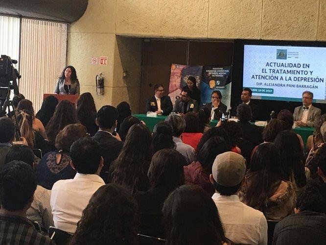 En el marco del Día Mundial de la Salud Mental —que en 2019 se centra en el suicidio, pues cada año se registran 800 mil fallecimientos por esta causa— la legisladora añadió que en México ésta es la segunda causa de muerte en jóvenes de entre 15 y 29 años de edad, y al día se registran 17 casos, principalmente de varones