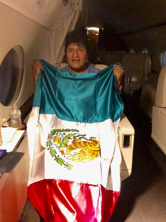 El Grupo Parlamentario del Partido del Trabajo (GPPT) celebra que el gobierno mexicano conceda asilo político a Juan Evo Morales Ayma, pues nuestra nación, fiel a su historia, se caracteriza por defender los derechos humanos, así como por enarbolar el respeto a la vida, la libertad y la integridad de las personas