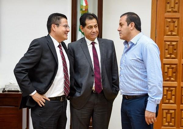 De manera conjunta, acudieron Germán Arturo Martínez Santoyo, director general de la Cuenca Río Balsas de la Comisión Nacional del Agua (Conagua), y Ana Alday Chávez, encargada de la Oficina de Representación del Instituto Nacional de Migración (INM)
