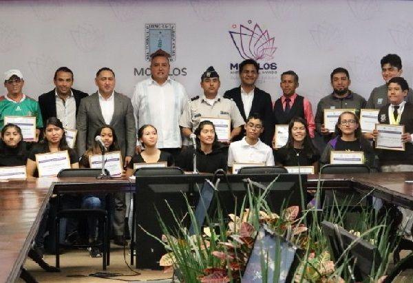 """""""Reconocemos su esfuerzo, tanto en sus entrenamientos como en sus participaciones en cada una de las justas deportivas en las que representan a Morelos, por el tiempo y valor que le dan cada día al deporte"""", comentó Osiris Pasos"""
