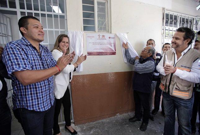 Dicha obra tuvo una inversión de 326 mil 700 pesos del ramo 33 y es resultado del esfuerzo de padres y madres de familia, directivos y autoridades municipales