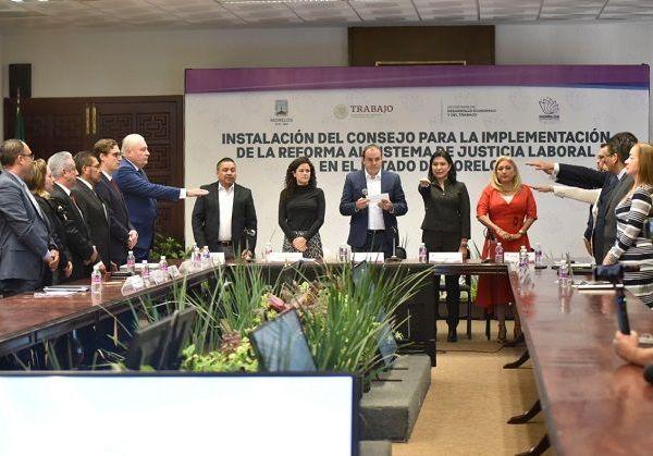 El gobernador Cuauhtémoc Blanco instaló y tomó protesta al Consejo que estará a cargo de la Reforma al Sistema de Justicia Laboral en el estado, integrado por autoridades de poderes locales