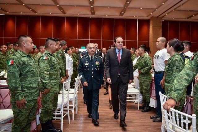 La ceremonia cívica-cultural se realizó en el Centro de Convenciones Morelos, situado en Xochitepec, donde el jefe del Ejecutivo expresó su reconocimiento a hombres y mujeres de las fuerzas armadas que trabajan día con día para garantizar la seguridad y la soberanía nacional