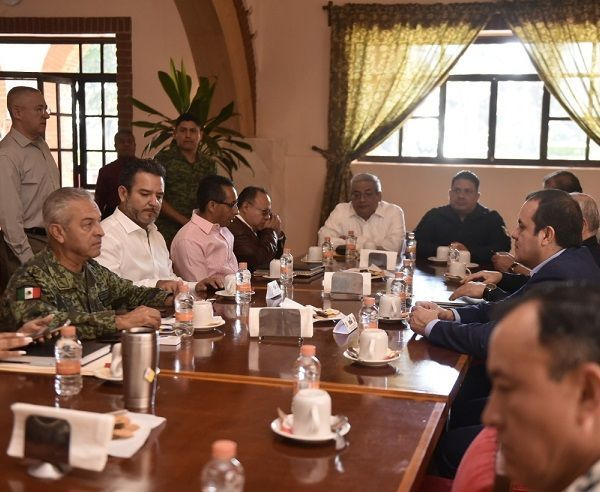 Durante la sesión de la Mesa de Coordinación Estatal para la Seguridad y la Paz, encabezada por el gobernador de Morelos, se analizaron los acontecimientos de las últimas horas en el tema de seguridad y se dio seguimiento a las acciones conjuntas que han venido desarrollando sus integrantes