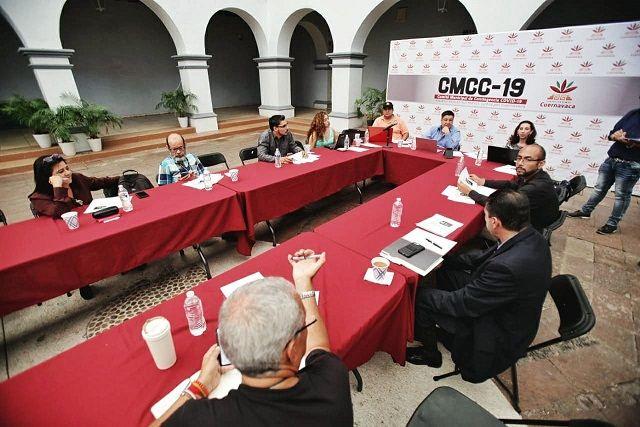 El CMCC-19 exhortó a la población a no desestimar el distanciamiento social como una medida preventiva, por ello recomiendan dejar de realizar bodas y eventos sociales masivos en Cuernavaca dada la alta concentración de personas que asisten a éstos. Se solicita no asistir a cines, teatros y centros culturales
