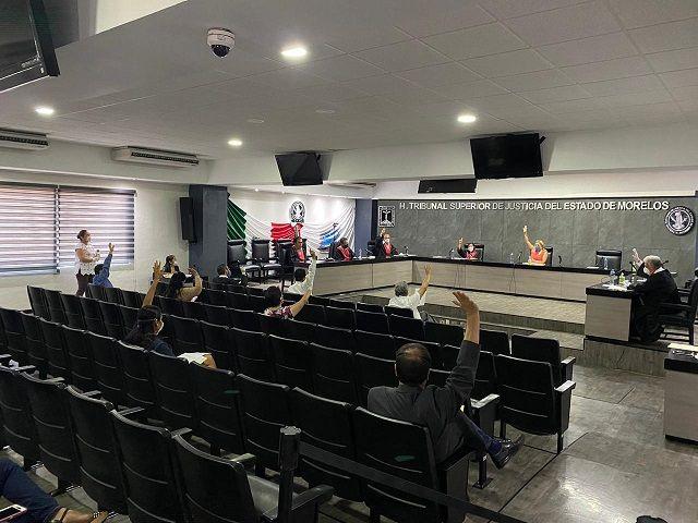 Con 16 votos a favor y un voto en contra, los integrantes del Pleno aprobaron que las próximas notificaciones para la realización de las subsecuentes sesiones de Pleno, se realicen de manera electrónica, con la finalidad de salvaguardar la integridad física de los notificadores del TSJ