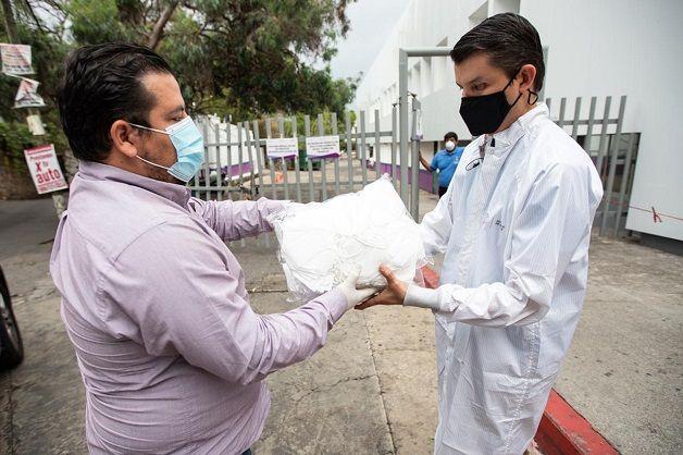 Con mucho respeto, cariño, responsabilidad y compromiso social entregamos artículos médicos para doctores, enfermeras, enfermeros, camilleros en fin todo el personal, que realizan su labor en los hospitales de Morelos