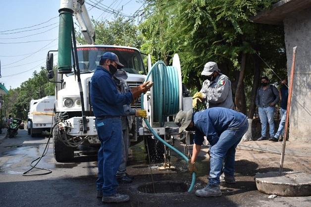 Reunido con vecinos y la autoridad auxiliar de la colonia Morelos, el funcionario indicó que por instrucciones del presidente de Jiutepec, Rafael Reyes Reyes, se gestionó ante la Comisión Nacional del Agua (CONAGUA) equipamiento, consistente en un camión Vactor, mediante el cual se mejorará el desalojo del agua pluvial y la residual