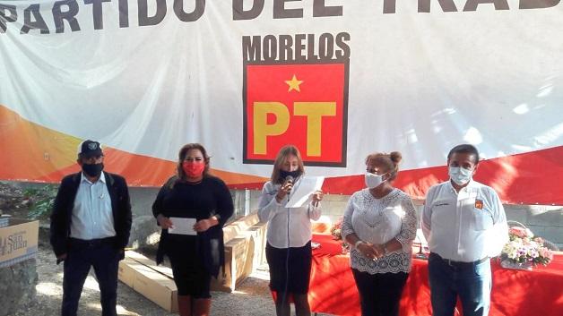 """En el evento donde rindieron protesta 60 coordinadores seccionales, la líder partidista destacó que """"el propósito del PT es acercar más al Partido con la gente y acreditar en los hechos con gestión y trabajo político, que el Partido del Trabajo está de tu lado"""""""