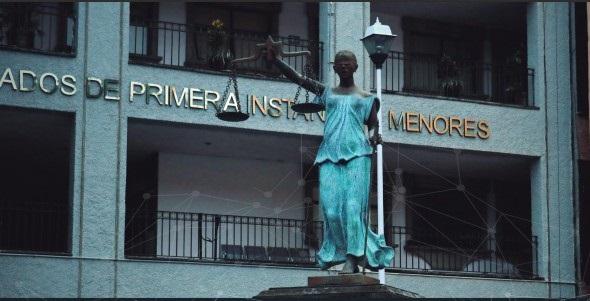 """Se le atribuye a José María Morelos y Pavón la frase: """"Que todo el que se queje con justicia tenga un tribunal que lo escuche, lo ampare y lo defienda contra el fuerte y el arbitrario"""". Pero en México, la justicia cotidiana, no está encontrando ese amparo ni esa defensa"""