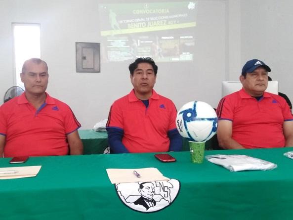 """Dan a conocer torneo de futbol """"Benito Juárez 40 y más"""""""