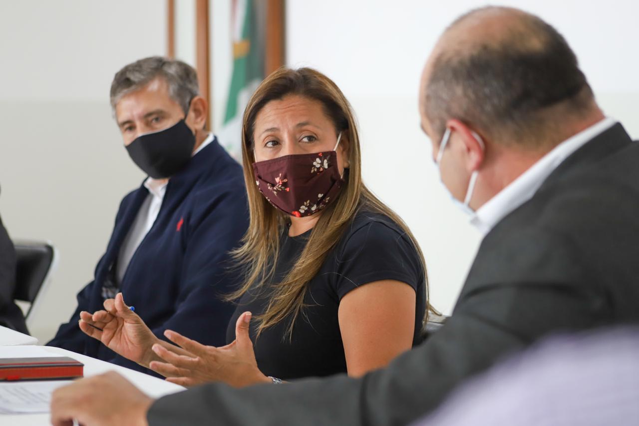 Durante la reunión con los juristas, se determinó hacer extensiva la invitación a todos los diputados de esta LIV Legislatura, así como a todas las organizaciones de abogados, a expertos de los diferentes institutos en investigaciones jurídicas y a académicos especialistas en Derecho de las principales universidades con sede en la entidad