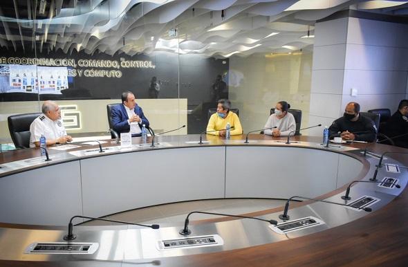 el mandatario estatal reiteró su respeto y apoyo a quienes resultaron afectados por estos acontecimientos e instruyó al titular de la Comisión Estatal de Seguridad Pública (CES), Almirante José Antonio Ortiz Guarneros, a no bajar la guardia y reforzar los operativos de vigilancia implementados en dicha zona