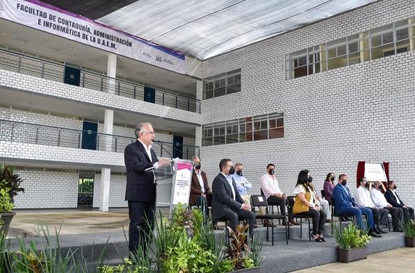 Gustavo Urquiza Beltrán, rector de la UAEM, refirió que la calidad educativa y el esfuerzo de la comunidad universitaria han logrado que esta Máxima Casa de Estudios se coloque entre las 10 mejores del país