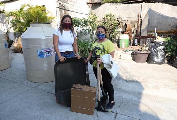El programa de subsidio a hogares impulsado por la diputada de Movimiento de Regeneración Nacional (Morena), Alejandra Flores Espinoza para la entrega de tinacos, láminas, calentadores solares, entre otros artículos para los hogares cerró el 2020 con gran respuesta, ya que logró llegar a más de mil 600 familias de Cuernavaca.