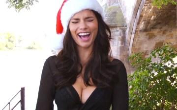Victoria's Secret Angels Sing Jingle Bells