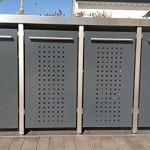 Cache-poubelle en anthracite RAL 7016, monté (2 x 240 l + 2 x 120 l, design F, bac à plantes, poteaux en acier inoxydable).