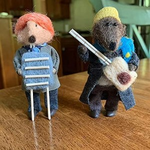 4 pcs Christmas Decoration-Jug-Band Organic Art Doll,Otter Emmet Resin Miniature Figurines ,for Christmas Decoration and Gift