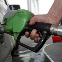 """Prețul carburanților a CRESCUT semnificativ. ,,Un motiv de fericire pentru stat, pentru că jumătate sunt accize și taxe care merg la bugetul stat"""""""