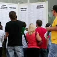 Șomeri cu diplomă, pe bandă rulantă, în România: Ce salarii își doresc tinerii absolvenți