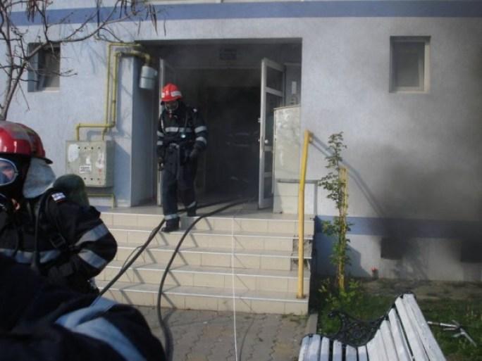 Incendiu_la_subsolul_unui_bloc_din_Focsani_1