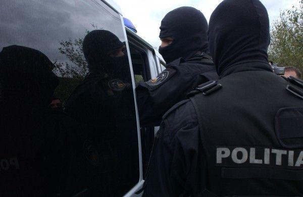 Mascații au descins în Petroșani