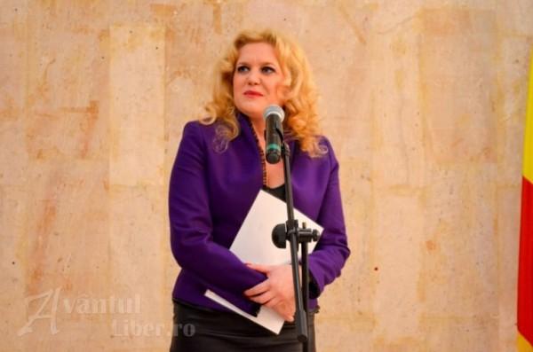 Actrița Nicoleta Bolcă își anunță demisia din funcția de director al teatrului din Petroșani