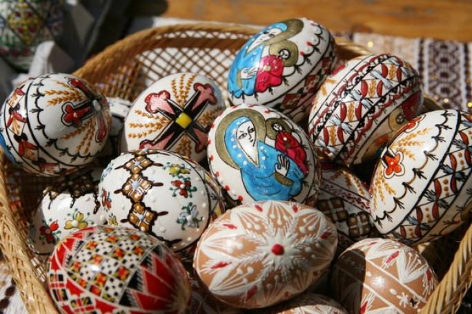 Mai multe oua incondeiate sunt expuse la Muzeul Taranului Roman in cadrul Targului de Florii, in Bucuresti, sambata, 19 aprilie 2008. (Lucian Muntean/Adevarul)