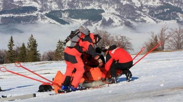 Salvați după ce au rămas blocați în vârf de munte
