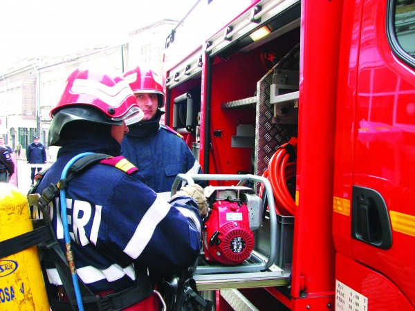 Salvați de pompieri