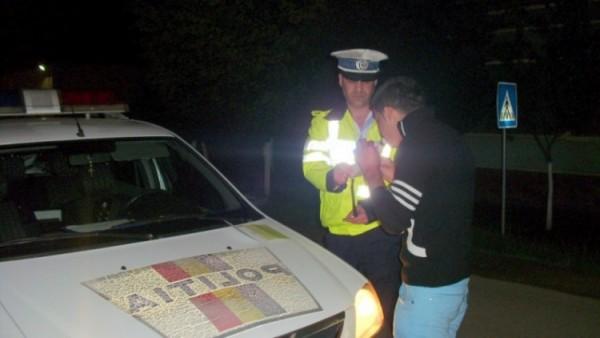 Cercetat pentru furt și conducere fără permis