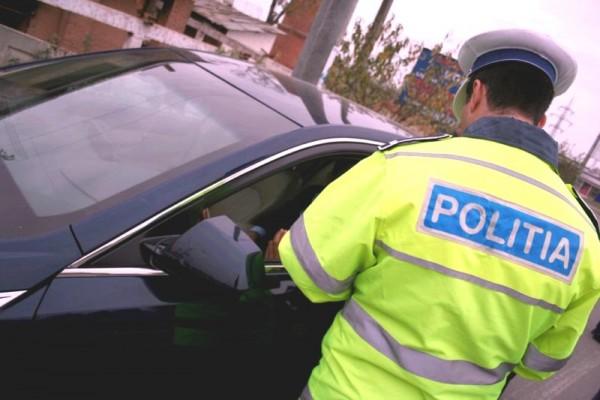 Reținut pentru conducere fără permis, fugă de la locul accidentului și conducere în stare de ebrietate