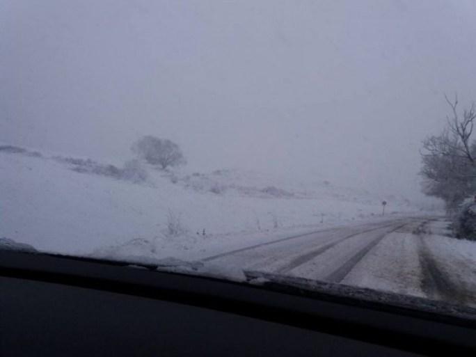 zapada-depusa-pe-drum-iarna-la-volan-800x600
