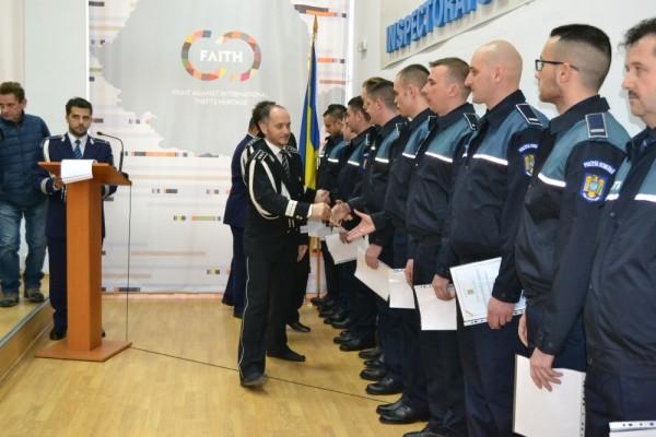 Poliţiştii angajaţi din sursă externă au depus jurământul la sediul Poliţiei Municipiului Deva