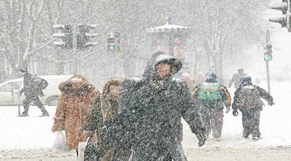 Avertizare meteorologică: Cod galben de viscol și ninsori în 15 județe , de la ora 22:00