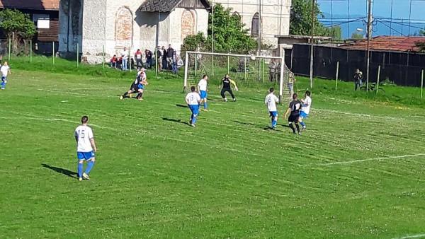 Fotbal. În sferturile Cupei României s-au impus echipele Ligii a IV -a. În weekend - etapa XX a Ligii a IV -a