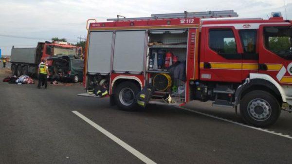 FOTO- Video filmat live/ Accident teribil în Ungaria: 9 români au murit după ce microbuzul în care se aflau s-a izbit de un camion